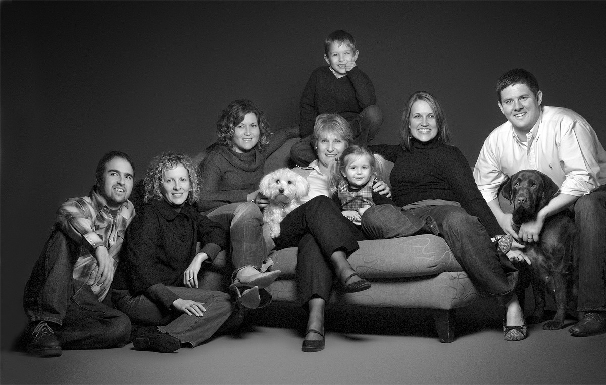 large family with dogs - Willow Street Pictures